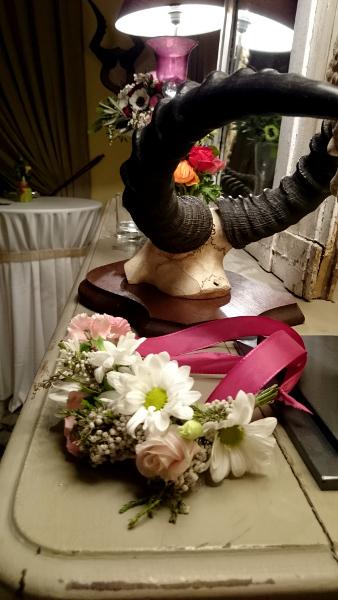 couronne-de-fleurs-cornes-chateau-des-demoiselles