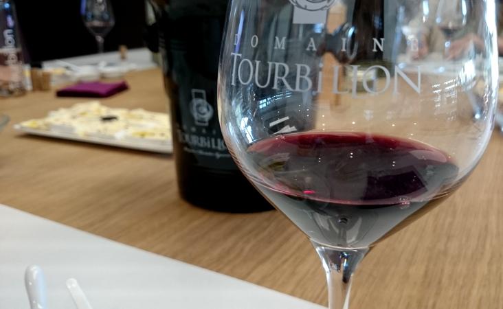verre-vin-rouge-tourbillon
