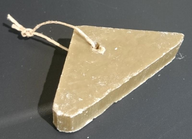 rampal-latour-coupe-savon-triangle